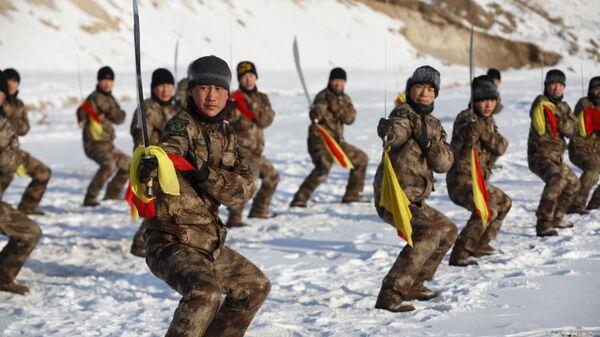 Тренировка с мечами солдат народно-освободительной армии Китая  - Sputnik International