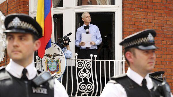 WikiLeaks founder Julian Assange speaks to the media outside the Ecuador embassy in west London in this August 19, 2012 file photo - Sputnik International