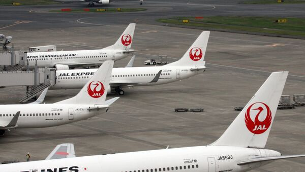 This picture taken on April 29, 2014 shows Japanese air carrier Japan Airlines planes parked on the tarmac at Tokyo's Haneda airport - Sputnik International