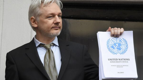 WikiLeaks founder Julian Assange holds a copy of a U.N. ruling as he makes a speech from the balcony of the Ecuadorian Embassy, in central London, Britain February 5, 2016. - Sputnik International