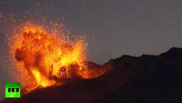 Volcano erupts near nuclear plant - Sputnik International