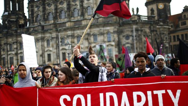 Opponents of the anti-Islam movement Patriotic Europeans Against the Islamisation of the West (PEGIDA) take part in a demonstration in Dresden, Germany - Sputnik International