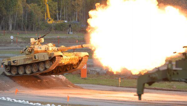 Т-90А tank during demonstration firing - Sputnik International