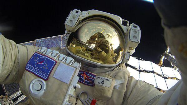 Space walk by Russian Cosmonauts - Sputnik International