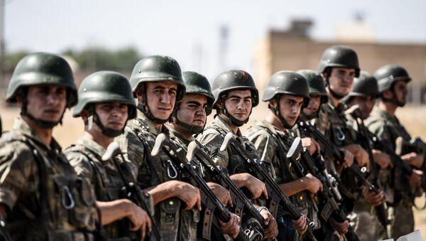 Turkish soldiers stand guar near the Turkey-Syrian border post in Sanliurfa (file photo) - Sputnik International