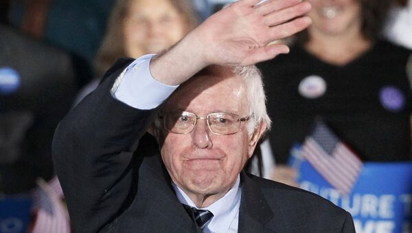 Democratic U.S. presidential candidate Bernie Sanders waves after winning at his 2016 New Hampshire presidential primary night rally in Concord, New Hampshire February 9, 2016 - Sputnik International