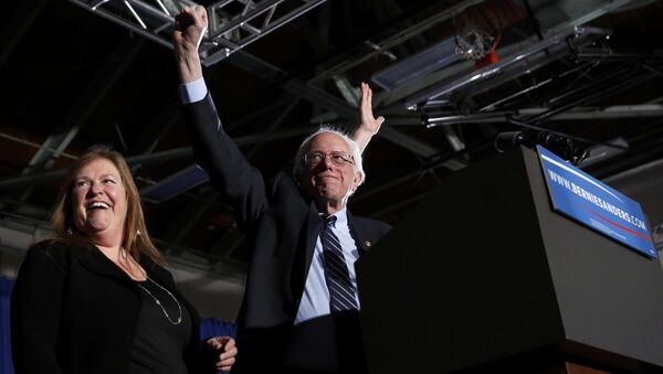 Democratic U.S. presidential candidate Bernie Sanders thrusts his fist in the air as he arrives with his wife Jane at his 2016 New Hampshire presidential primary night victory rally in Concord, New Hampshire February 9, 2016 - Sputnik International