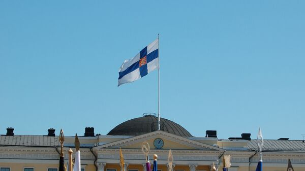Finnish flag flying on the Palace of the Council of State, Helsinki - Sputnik International