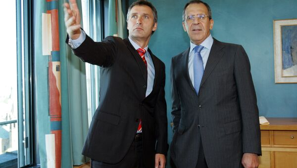 Russian Foreign Minister Sergei Lavrov (R) and Norwegian Prime Minister Jens Stoltenberg seen during their meeting in the Prime Minister`s office in Oslo 27 April 2007 - Sputnik International