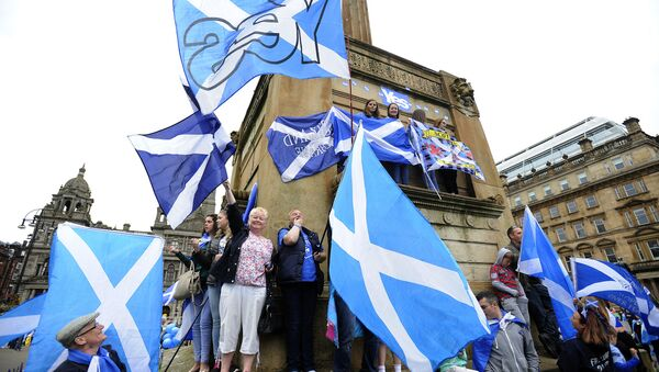 Pro Independence supporters waves the Scottish flag during a rally in George Square in Glasgow, Scotland, on September 19, 2015. - Sputnik International