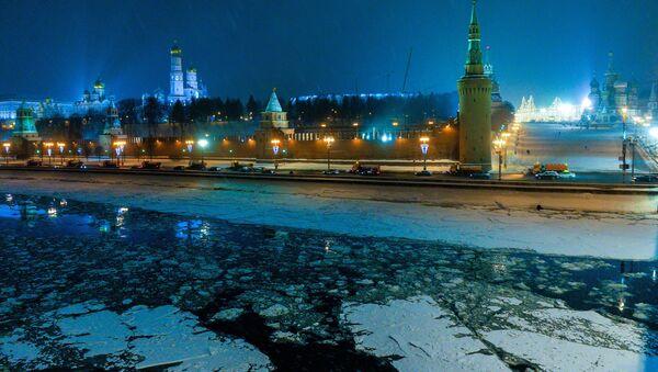 View of the Moscow Kremlin from the Big Moskvoretsky Bridge - Sputnik International