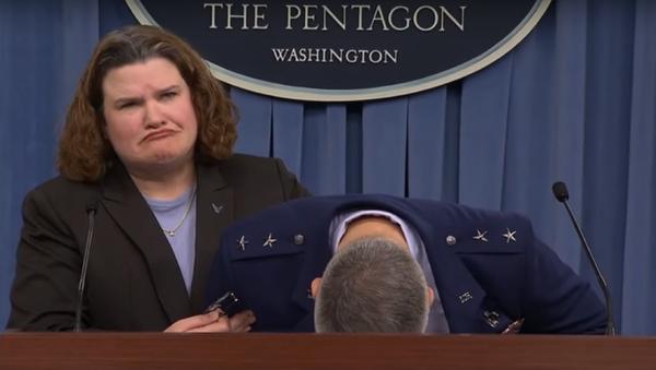 WATCH: US Air Force General Faints During Briefing - Sputnik International