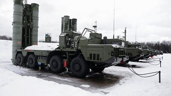 The launch units of a S-400 Triumf air defense missile system, which has entered service with the Moscow Region's air defense aerospace force - Sputnik International