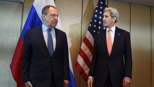 Russian Foreign Minister Sergei Lavrov (L) and US Secretary of States John Kerry meet for diplomatic talks on February 11, 2016 in Munich, southern Germany - Sputnik International