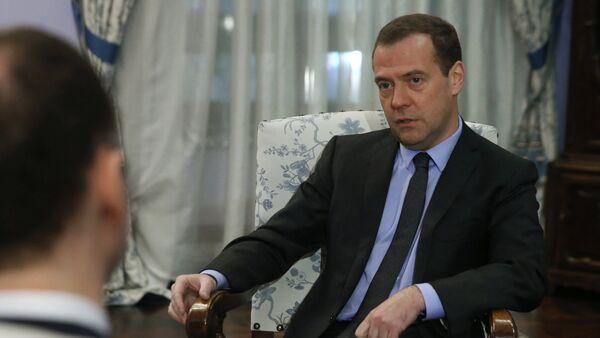 Prime Minister Medvedev gives interview to German daily Handelsblatt - Sputnik International