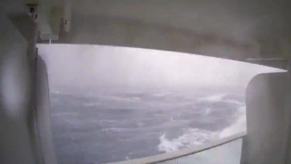Dramatic Waves, Broken Glass and Large Puddles on Board Anthem of the Seas - Sputnik International