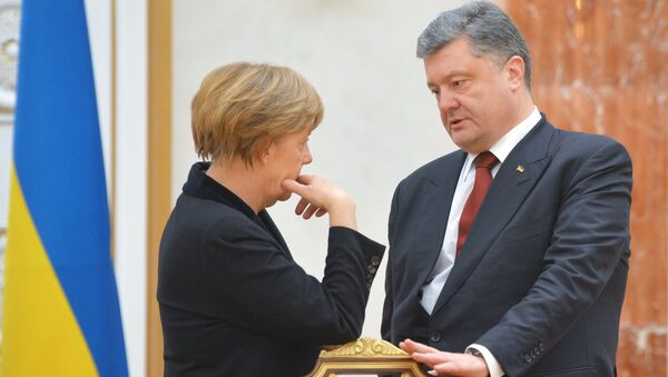 German Chancellor Angela Merkel and Ukrainian President Petro Poroshenko before an expanded meeting to discuss a peace plan for Ukraine, held by the Russian, German, French and Ukrainian leaders - Sputnik International