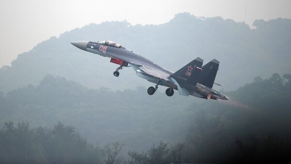 A Sukhoi SU-35 fighter jet takes off during a test flight ahead of the Airshow China 2014 in Zhuhai, South China's Guangdong province on November 10, 2014 - Sputnik International