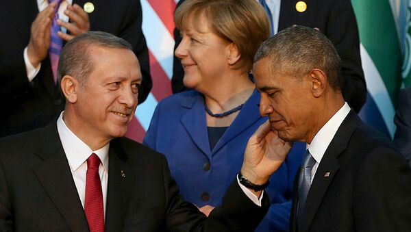 Turkish President Recep Tayyip Erdogan (L) speaks with US President Barack Obama (R) as they arrive for the family photo during the G20 Leaders Summit on November 15, 2015 in Antalya - Sputnik International