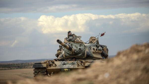 Turkish army tanks take position near the Syrian border (file photo) - Sputnik International