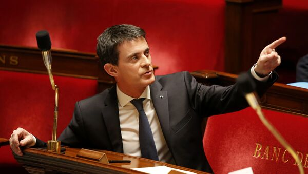 French Prime Minister Manuel Valls gestures before a vote on a constitutional reform bill that addresses the nationality question and would also make it easier to decree a state of emergency, at the National Assembly in Paris, France, February 10, 201 - Sputnik International