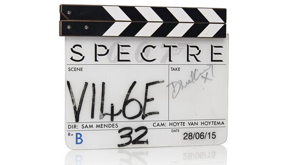 Spectre clapper board used during filming signed by Daniel Craig in silver marker. - Sputnik International