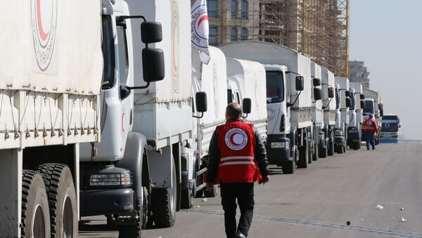A Red Crescent convoy prepares to leave Damascus to the besieged areas of Madaya and Zabadani, on February 17, 2016 during an operation in cooperation with the UN to deliver aid to thousands of besieged Syrians - Sputnik International