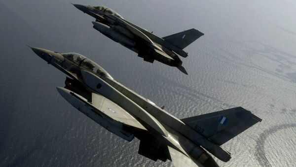 A handout photo by Hellenic Airforce shows two Greek F-16 fighters flying over the Aegean sea - Sputnik International