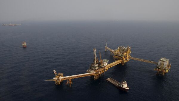 Mexico's state-run oil monopoly Pemex's platform Ku Maloob Zaap is seen in the Northeast Marine Region of Pemex Exploration and Production in the Bay of Campeche in this April 19, 2013 file photo - Sputnik International