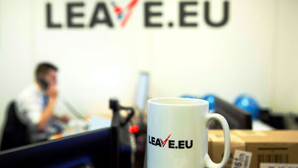 A worker answers a telephone in the office of Brexit group pressure group Leave.eu in London, Britain. - Sputnik International