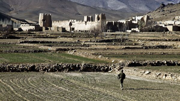 A US Army Soldier 1st Platoon, Apache Company, 2nd Battalion, 4th Infantry Brigade Combat Team, 10th Mountain Division, walks through a field to the village of Dahanah, Wardak province, Afghanistan Dec. 2. - Sputnik International