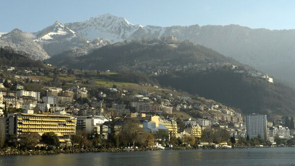 General view of Montreux from Lake Geneva with the Montreux-Palace (C), the hotel that will host the Geneva II peace talks on January 22, 2014 - Sputnik International