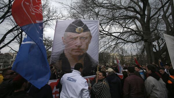 Protesters hold a picture of Russian President Vladimir Putin during a protest against NATO in downtown Belgrade, Serbia, Saturday, Feb. 20, 2016 - Sputnik International
