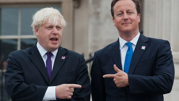 British Prime Minister David Cameron (R) and London Mayor Boris Johnson (L) pointing at each other on August 24, 2012. - Sputnik International