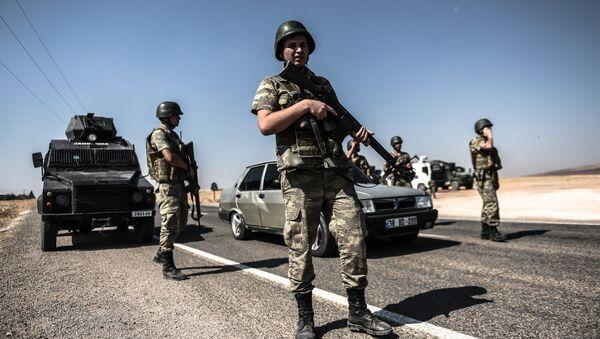 Turkish soldiers stand guar near the Turkey-Syrian border (File) - Sputnik International