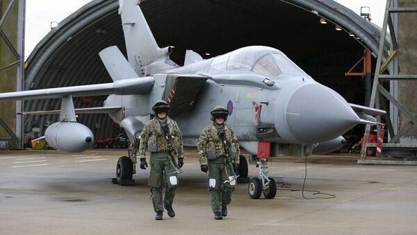 Pilots walk in front of a Tornado GR4 aircraft at the British Royal Air Force airbase RAF Marham in Norfolk in east England on December 2, 2015. - Sputnik International