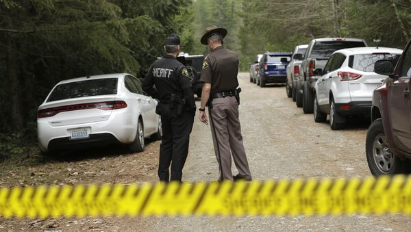 Mason County Sheriff's Chief Criminal Deputies Russ Osterhout, left, and Ryan Spurling, right, stand on a road near the scene of a fatal shooting Friday, Feb. 26, 2016, near Belfair, Wash. - Sputnik International
