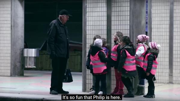 Swedish kids amuse man - Sputnik International