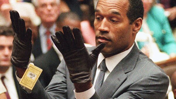 O.J. Simpson holds up his hands before the jury after putting on a new pair of gloves similar to the infamous bloody gloves during his double-murder trial in Los Angeles. - Sputnik International