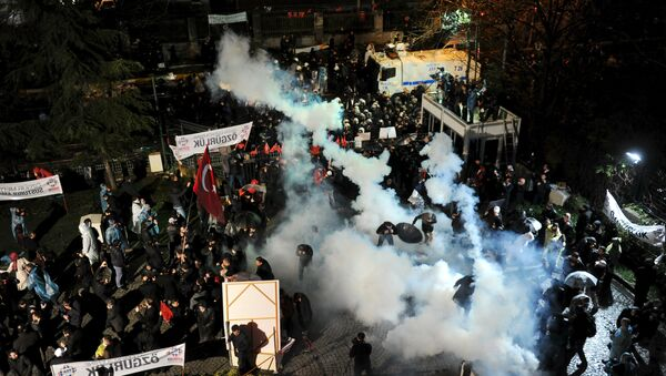 Riot police use tear gas to disperse protesting employees and supporters of Zaman newspaper at the courtyard of the newspaper's office in Istanbul, Turkey, late March 4, 2016 - Sputnik International