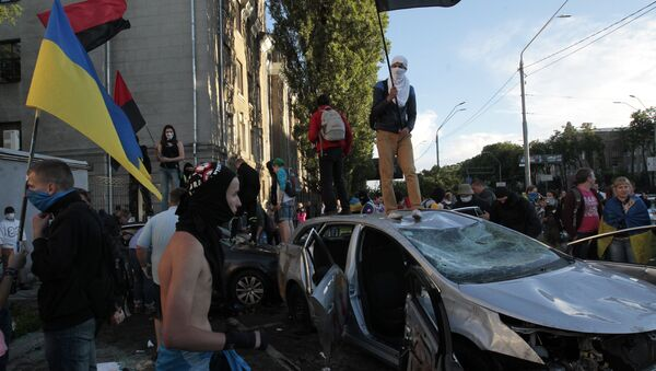 Ukrainian protesters destroy cars near the Russian Embassy during a rally in Kiev, Ukraine, Saturday, June 14, 2014 - Sputnik International