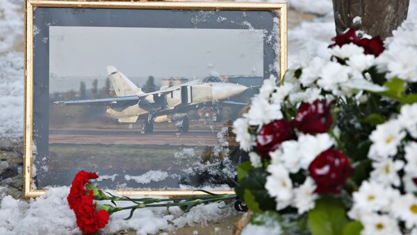 Flowers laid at the monument to pilots in the center of Lipetsk in memory of Lieutenant Colonel Oleg Peshkov of the Lipetsk Air Force Center, the commander of the downed bomber Su-24 - Sputnik International