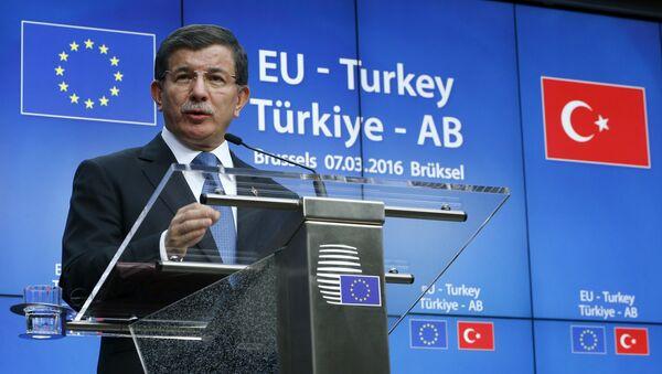 Turkish Prime Minister Ahmet Davutoglu speaks at a news conference at the end of a EU-Turkey summit in Brussels March 8, 2016. - Sputnik International