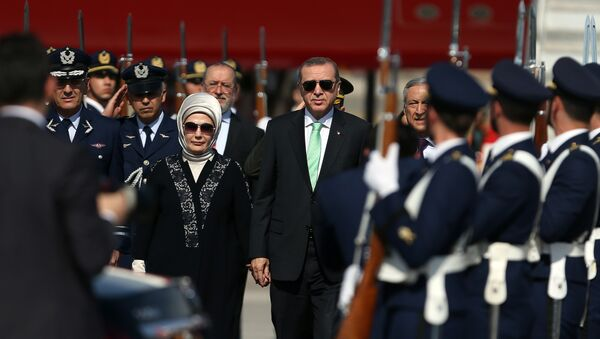 Turkish President Recep Tayyip Erdogan, right, and his wife, Emine, arrive at the airport in Santiago, Chile, Sunday, Jan. 31, 2016 - Sputnik International