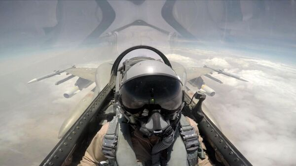 A handout image made available on September 11, 2015 by the United Arab Emirates News Agency (WAM) at taken at an undisclosed location shows a pilot sitting in a cockpit of a fighter jet of the UAE armed forces during raids against Shiite Huthi rebels in Yemen as part of the Saudi-led coalition's Operation Decisive Storm - Sputnik International
