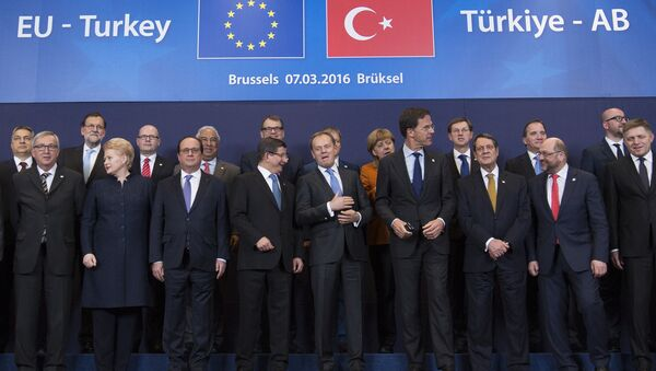 Turkish Prime Minister Ahmet Davutoglu (C) poses with European Union leaders during a EU-Turkey summit in Brussels, as the bloc is looking to Ankara to help it curb the influx of refugees and migrants flowing into Europe, March 7, 2016 - Sputnik International