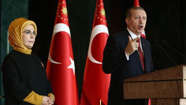 Turkish President Recep Tayyip Erdogan delivers a speech, flanked by his wife Emine (File) - Sputnik International