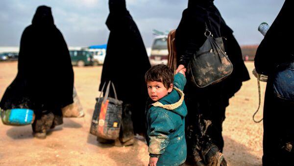 Syrian refugees fleeing Aleppo. - Sputnik International