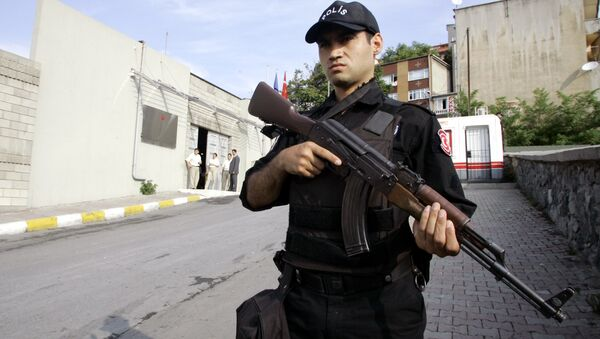 Turkish police stands guard outside of Bilgi University in Istanbul, Turkey (File) - Sputnik International