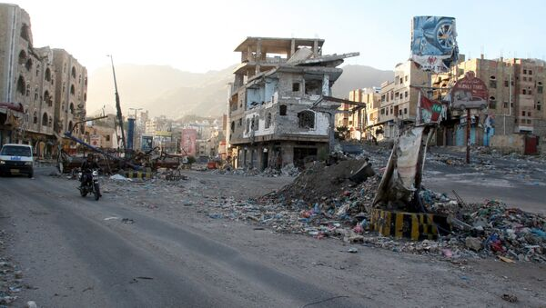 A view of buildings destroyed during recent fighting in Yemen's southwestern city of Taiz March 14, 2016. - Sputnik International